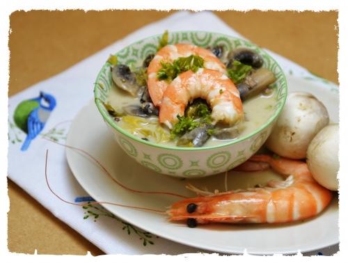 Soupe acidulée céleri-champignons, céleri, citron kaffir, champignons, lait de coco, la Cocotte, la voix du nord